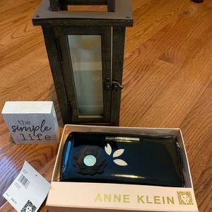 NWT Anne Klein Black Patent ZIP Around Wristlet